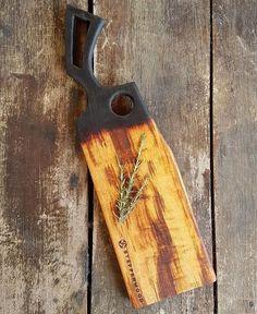 Diy Cutting Board, Wood Cutting, Fine Woodworking, Woodworking Projects, Wood Chopping Board, Epoxy, Wood Sculpture, Rustic Design, Rustic Wood