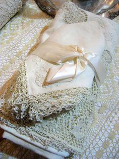Beautiful lace linens~❥