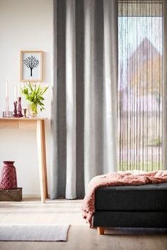 Simple bedroom curtain ideas gallery for small and large windows. Suite for master bedroom, kid bedroom, teen boy or girl bedroom, etc. Cozy Bedroom, Teen Bedroom, Bedroom Decor, Faux Wood Blinds, Cool Curtains, Woman Bedroom, Scandinavian Home, Upholstery, Living Room