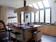 Îlot sous verrière contemporaine Beautiful Kitchens, Beautiful Homes, Home Kitchens, Kitchen Decor, Sweet Home, House Design, Interior Design, Table, Furniture