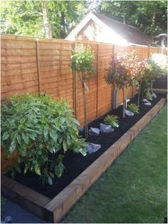 Your backyard is a great place to sit back and relax. Some well planned landscaping can transform your backyard into a private getaway that you and your family can enjoy for years to come. Getting some backyard landscaping ideas is… Continue Reading → Garden Design Ideas On A Budget, Back Garden Design, Backyard Garden Design, Diy Garden, Small Backyard Landscaping, Landscaping Ideas, Backyard Ideas, Mulch Landscaping, Large Backyard
