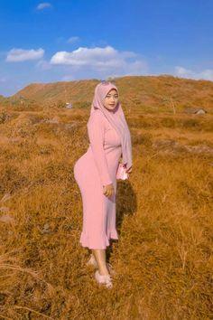 Arab Girls Hijab, Girl Hijab, Muslim Girls, Sexy Asian Girls, Beautiful Asian Girls, Gorgeous Women, Sexy Hips, Hijab Chic, Curvy Plus Size