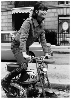 Girl Motorcycle - rider Biker girl ❤️ Women Riding Motorcycles ❤️ Girls on Bikes ❤️ Biker Babes ❤️ Lady Riders ❤️ Girls who ride rock ❤️ Honda Fit, Biker Chick, Biker Girl, Lady Biker, Vespa, Women Riding Motorcycles, Divas, Foto Picture, Like A Rolling Stone