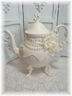 oh decorate the tea pot...never thought ...I need a tea room...I need springtime...