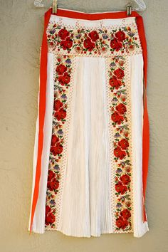 Kalotaszegi apron from Méra, Transylvania, Romania Folk Costume, Costumes, Romanian Revolution, Transylvania Romania, Embroidered Apron, Washing Clothes, Floral Tie, Two Piece Skirt Set, Bohemian
