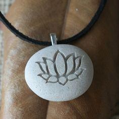 Regalo de joyería collar lotus Yoga para el por sjengraving