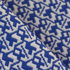 Tissu Jacquard graphique bleu sombre & blanc http://prettymercerie.com/jacquard/350-tissu-jacquard-graphique-bleu-sombre-blanc.html