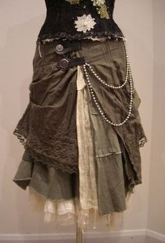 <3 this layered skirt with buckles and pearls as the model for my pirate outfit