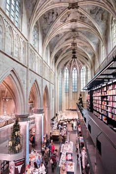 Maastricht is super charming, but also a great city for shopping and eating. Here are my favorite restaurants and shops in Maastricht. Travel Abroad, Us Travel, Budget Travel, Backpack Through Europe, Kingdom Of The Netherlands, Holland, Places To Go, Beautiful Places, Urban