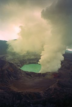 cillium:    Volcán Poás, Costa Rica - 1999 (by Laurie Cohen)
