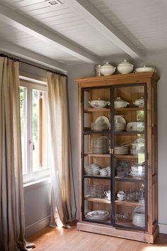 Home Decor Furniture, Furniture Projects, Diy Home Decor, Furniture Design, Dining Decor, Living Room Decor, Inside A House, Cabinet Decor, Interior Design Kitchen