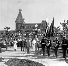 Disneyland History Photo Gallery- Old Disneyland and Walt Disney Pictures