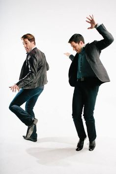 LOOK AT THE PROPERTY BROTHERS DANCING TO BABY GOT BACK, WHILE JONATHAN SCOTT SHOWS DREW SCOTT THAT HE'S GOT THE BEST BUNS HON!!!! ;)