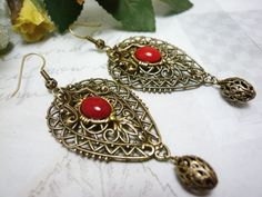 Filigree Earrings, Teardrop earrings, Oxidized brass, Red coral cabochon, Czech cabochon, Ornate Earrings, Dangle Earrings. Teardrop earrings, filigree, light, elegant, delicate earrings are made of hypoallergenic oxidized brass and Czech cabochon coral color (8x10). Main element - a German filigree, has dimensions 1,77x1,18 inches. It looks very elegant. They are appropriate in every situation. The length of earrings is 2.95 inches. Visit my store https://www.etsy.com/shop/curlwood to have…
