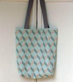 Tote-bag cubes en trompe l'œil tons gris, bleus et roses - by Le Bazar