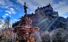Download wallpapers Edinburgh Castle, old castle, old fountain, sculptures, Edinburgh, Scotland