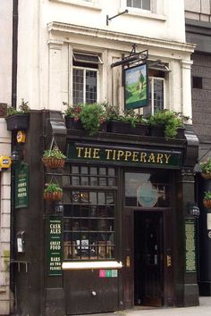 Looking for some of London's oldest pubs? These are the pubs you need to visit - gorgeous historic pubs in London for a pint or two. Famous Pubs In London, London Pubs, British Shop, British Pub, Great Fire Of London, The Great Fire, Storefront Signs, Best Pubs, Old Pub