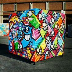 Creatieve kunst, op een kubus is creatief t.o.v. een plat canvas PEZ in Barcelona