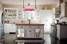 A colorful kitchen is a happy kitchen.