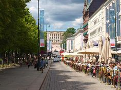 Oslo in 8 hours - Karl Johan Gate and the Royal Palace, Oslo, Norway. OnePennyTourist.com