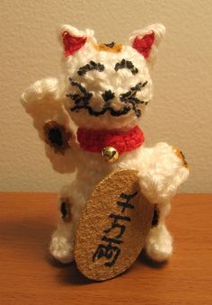 This crochet kitty is so cute.  Pattern to make it.