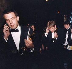Ben Affleck y Matt Damon Ben Affleck Oscar, Matt Damon Ben Affleck, Casey Affleck, Celebrity Moms, Celebrity Pictures, Best Funny Pictures, Ben Afleck, Good Will Hunting, Star Wars