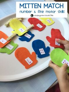 Mitten Match Number and Fine Motor Skills – The Kindergarten Connection This Mitten Match Number and a Fine Motor Skills activity works on building number sense and is perfect for your preschooler or kindergartener! Preschool Christmas Games, Fun Christmas Games, Preschool Learning, Winter Activities, In Kindergarten, Preschool Crafts, Preschool Activities, Preschool Winter, Teaching
