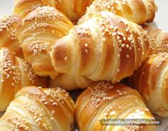Sastojci 1 kg mekog brasna 1 paketic kvasca g) 2 kasicice soli 5 kasika ulja 1 jaje dl mleka dl vode 250 g marg. Sweet Pastries, Bread And Pastries, Kiflice Recipe, Easter Bread Recipe, Baking Recipes, Dessert Recipes, Bread Recipes, Serbian Recipes, Serbian Food