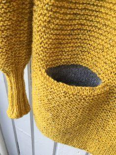 Charlotte Cardigan i gult! Knitting Stitches, Knitting Patterns Free, Knit Patterns, Diy Crafts Knitting, Knit Basket, Garter Stitch, Pulls, Knit Crochet, Ravelry