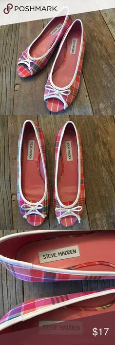 "STEVE MADDEN Pink Plaid Peep Toe Low Wedges Shoes STEVE MADDEN Pink Plaid Peep Toe Low Wedges Shoes...Size 6.5.  Fabric upper with man-made sole.  Heel has a ""stacked wood look"".  White vinyl trim along edges with a bow.  Condition: Pre-loved, but still some life to live 😉...SEE PICS FOR CONDITION DETAILS!!  **COMBINE 3 LISTINGS FOR 15% DISCOUNT!!!** Steve Madden Shoes Flats & Loafers"