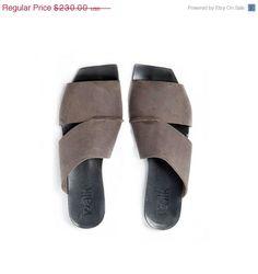 HOLIDAY SALE 30% OFF Brown sandals / Brown por WalkByAnatDahari
