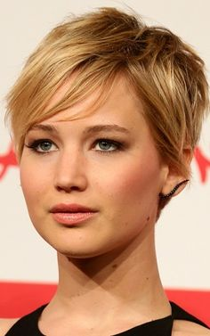 jennifer lawrence short haircut 2013 styling | Jennifer Lawrence Side Swept Bangs Side swept bangs around the