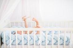 → 100% HANDMADE    → NAJWYŻSZA JAKOŚĆ    → MIĘKKIE , WYGODNE I PRAKTYCZNE    → PASUJĄ DO KAŻDEGO WNĘTRZA    → MUSTHAVE         Super miękki ochraniacz do łóżeczka dziecięcego w oryginalnym wydaniu. Wymiary ok 220x10 cm. Grubość ok 5-7cm. Poszewka z miękkiej i elastycznej dzi...