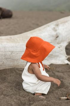 Children's clothing accessory for summer! Baby Girl Fashion, Kids Fashion, Stylish Shirts For Girls, Gender Neutral Baby Clothes, Baby Bonnets, Covered Pergola, Beach Accessories, Baby Head, Kid Styles