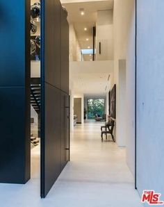Beverly Grove Residence By Avi Osadon Front Doors Modern Mansion Contemporary Doors, Modern Door, Contemporary Home Decor, Modern Exterior, Contemporary Photography, Pivot Doors, Entry Doors, Front Doors, Casa Kardashian
