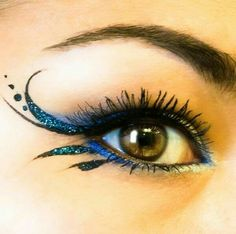 make up guide Sparkly blue winged eyeliner. make up glitter;make up brushes guide;make up samples; Fairy Costume Makeup, Halloween Makeup, Fairy Eye Makeup, Diy Halloween, Costume Halloween, Clown Makeup, Fairy Costumes, Devil Makeup, Witch Makeup