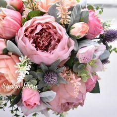 くすみピンクの芍薬とコーラルピンクのバラのナチュラルクラッチブーケ Silk Flower Bouquets, Silk Flowers, Floral Wreath, Wreaths, Decor, Flowers, Decoration, Door Wreaths, Dekoration