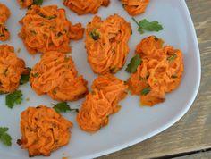 Een variant op de ieder wel bekende pommes duchesse, oftewel aardappelroosjes. Door de zoete aardappel en verse peterselie krijgen deze toefjes een verrassende smaak. De kleur maakt het geheel extra feestelijk!