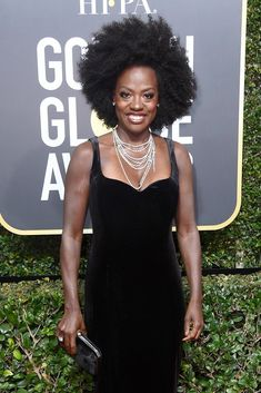 Viola Davis Photos - Actor Viola Davis attends The Annual Golden Globe Awards at The Beverly Hilton Hotel on January 2018 in Beverly Hills, California. - Viola Davis Photos - 20 of 3585 Celebrity Hairstyles, Easy Hairstyles, Natural Hair Tips, Natural Hair Styles, Afro, Viola Davis, Black Celebrities, Celebs, Big Hair