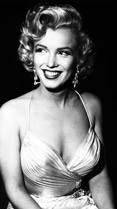 Marilyn Monroe photographed by Phil Stern, 1953.