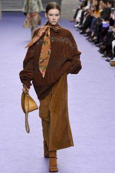 Fashion trend 2018  i maglioni oversize super femminili  02a54fafb6c1