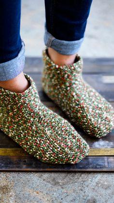 Neulo lämpimät tossut | Meillä kotona Crochet Socks, Knitting Socks, Knit Crochet, Wool Socks, Crochet Chart, Boot Cuffs, Knitting Accessories, Leg Warmers, Handicraft
