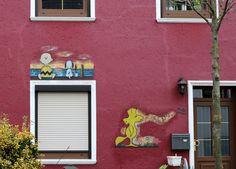 Bei einem Sonntagsspaziergang heute mit einer Freundin habe ich ein paar coole Malereien festgehalten… Na wer weiß in welchem Stadtteil wir unterwegs waren?       Ähnliche BeiträgeShoefiti in BremenBreslauer ZwergeStreet Art