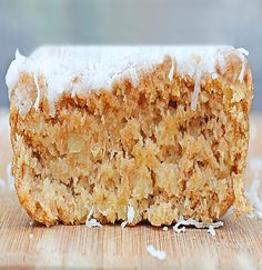 Maintenance: Coconut Breakfast Cake so soft and crumbly and sweet, bursting with juicy pineapple and luxurious vanilla… for breakfast! Use spelt flour and xylitol. Healthy Desserts, Just Desserts, Delicious Desserts, Yummy Food, Light Desserts, Healthy Recipes, Healthy Foods, Healthy Eating, Paleo