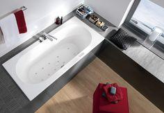 Cuarto de baño con bañera con hidromasaje de Villeroy & Boch