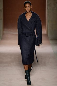 Victoria Beckham's fall 2015 fashion show. See all 25 looks on Vogue.com.