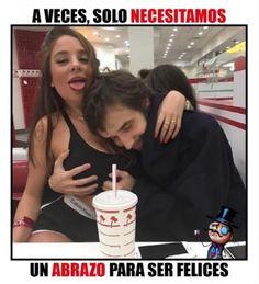 Esos abrazos que te hacen feliz... Quiero uno de esos :v Para más imágenes graciosas visita: https://www.Huevadas.net #meme #humor #chistes #viral #amor #huevadasnet