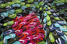 """A wonderful installation titled """"Fat Monkey"""" by Macaco Gordo and created at the conference Pixelshow 2010 at Sao Paulo (Brazil). Students have made a monkey XXL, with thousands of flip-flops of all colors. Explanations in pictures and video after the jump"""