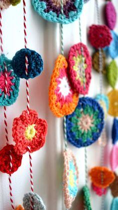 What a pretty and easy little crochet idea. Colorful crochet flowers and mandalas strung on butcher twine