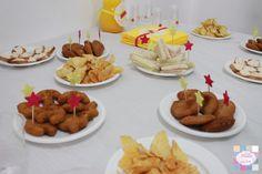 Mesa de salgados | pormenores - palitos decorativos   +INFO: mimeoseubebe@gmail.com ou mensagem privada   #mimeoseubebe #mime #festaslindas #kitfesta #decoração #festa #aniversáio #estrelas